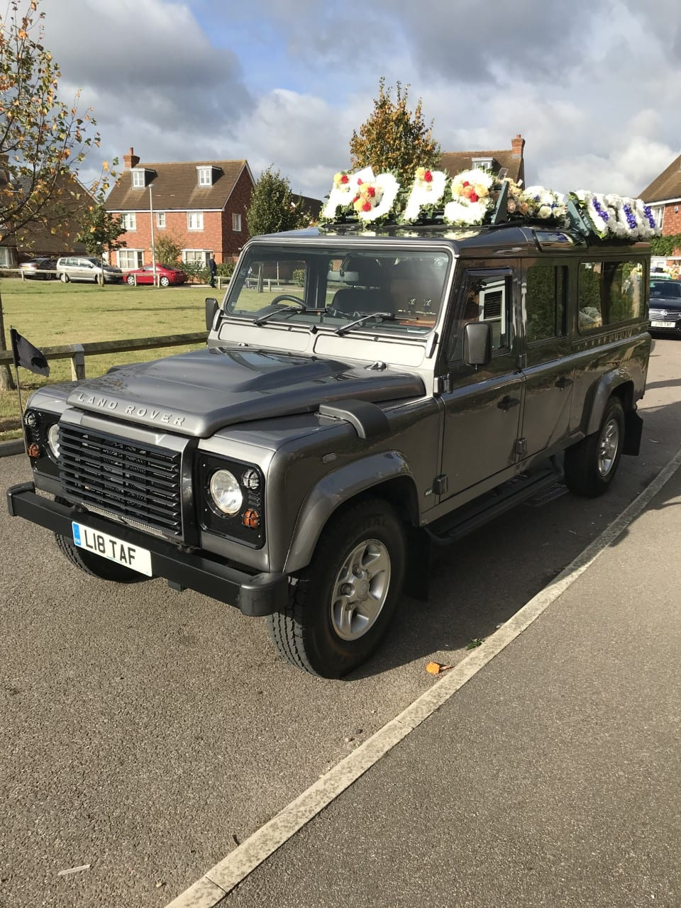 Read more about the article Land Rover Defender Hearse